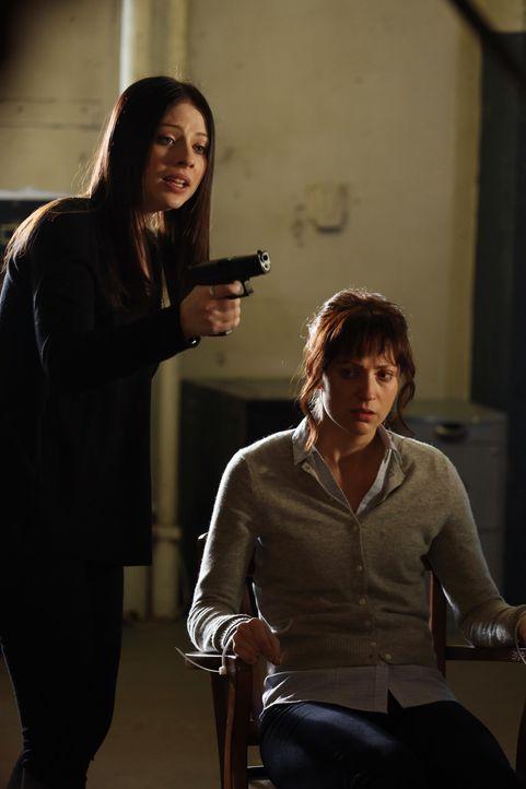 Ried macht sich große Sorgen, denn seine Freundin (Beth Riesgraf, r.) ist entführt worden. Nach einiger Zeit kommt das Team dahinter, dass Diane (... - Bildquelle: ABC Studios