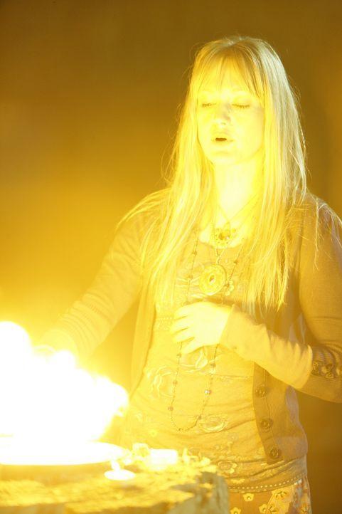 Weiß Tamzin Dove (Azura Skye), die sich selbst als Hexe bezeichnet, etwas über das Verschwinden von Cody Elkins? Patrick Jane und seine Kollegen e... - Bildquelle: Warner Bros. Television