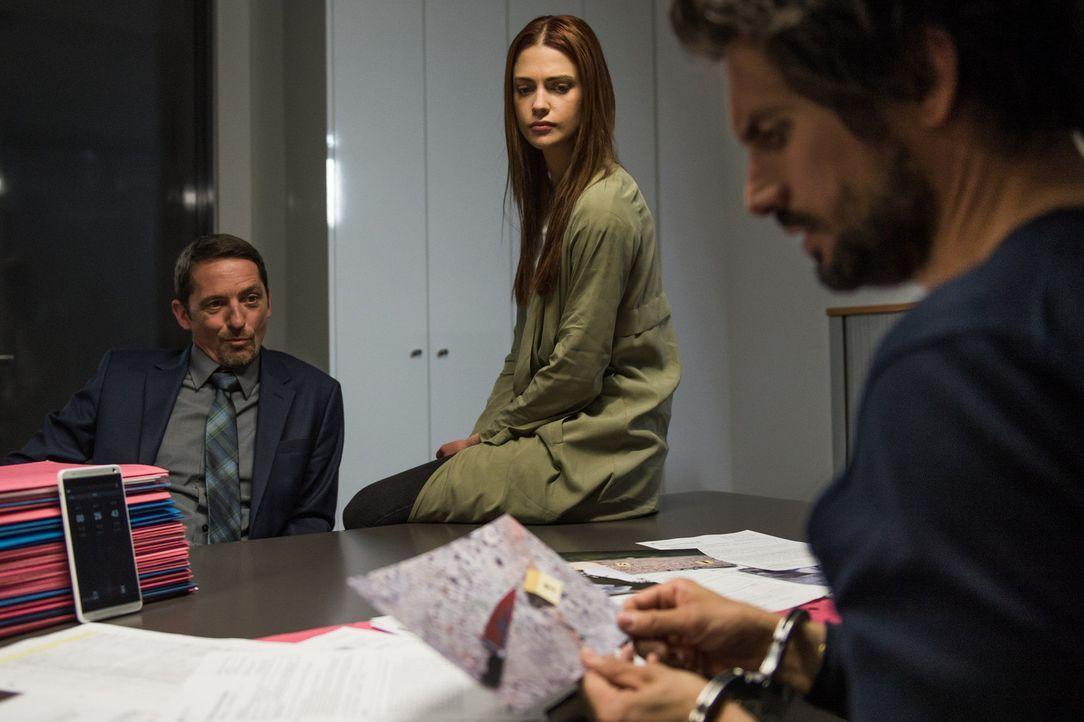 Die beiden BKA-Beamten Frank Lewen (Stefan Gebelhoff, l.) und Julia Weigert (Laura Berlin, M.) sind fest davon überzeugt, dass Felix (Tom Beck, r.)... - Bildquelle: Wolfgang Ennenbach SAT.1