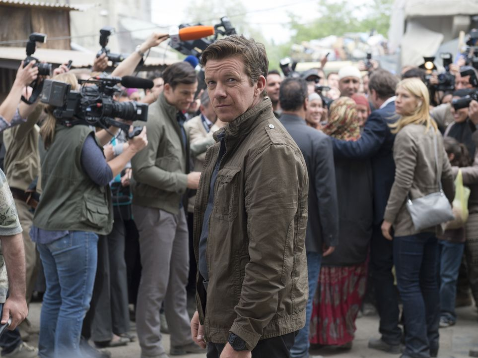 Reist mit Carrie und Otto Düring in ein Flüchtlingscamp: Mike Brown (Max Beesley) ... - Bildquelle: Stephan Rabold 2015 Showtime Networks, Inc., a CBS Company. All rights reserved.