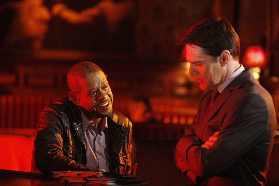 Bei einem neuen Mordfall, arbeiten Hotch (Thomas Gibson, r.) und Sam Cooper (Forest Whitaker, l.) mit ihren Teams zusammen ... - Bildquelle: Touchstone Television