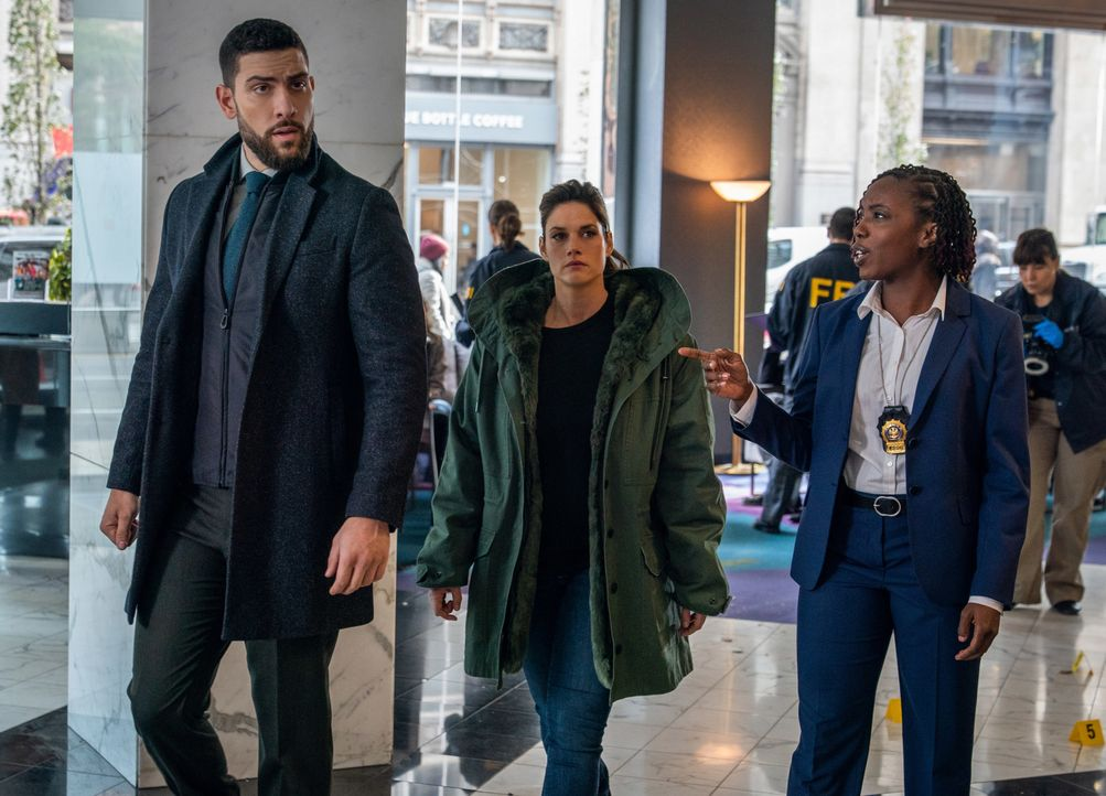 (v.l.n.r.) Special Agent Omar Adom 'OA' Zidan (Zeeko Zaki); Special Agent Maggie Bell (Missy Peregrym); Detective Chase (Cortney Gift) - Bildquelle: Michael Parmelee 2019 CBS Broadcasting, Inc. All Rights Reserved. / Michael Parmelee
