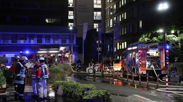 Patient stirbt bei Brand in Düsseldorfer Klinik