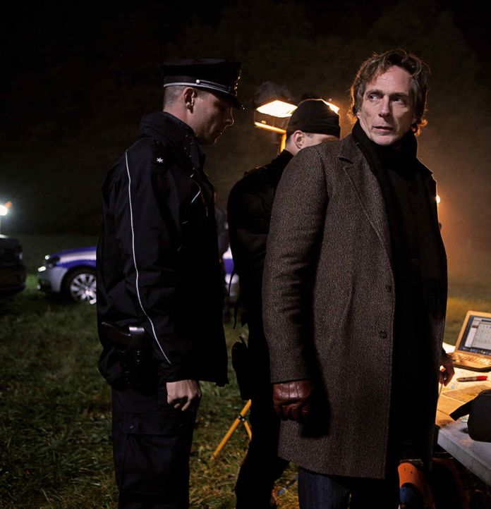 Fühlt sich verantwortlich daran, dass Anne-Marie entführt wurde, und setzt jetzt alles daran, den Killer zu fangen: Carl Hickman (William Fichtner... - Bildquelle: 2013 Tandem Productions GmbH, TF1 Production SAS. All rights reserved