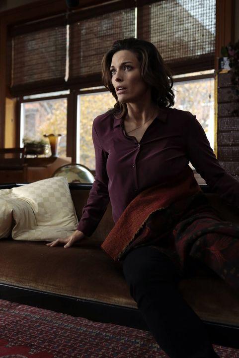 Durch Seans Verbindung zu dem Opfer werden bei Jo (Alana De La Garza) schmerzhafte Erinnerungen wach ... - Bildquelle: Warner Brothers