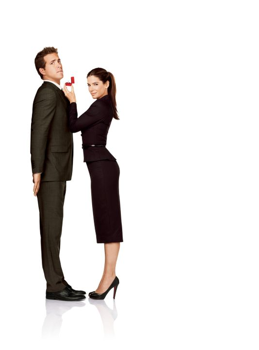 Selbst ist die Braut: Margaret (Sandra Bullock, r.) und Andrew (Ryan Reynolds, l.) ... - Bildquelle: Touchstone Pictures.  All Rights Reserved