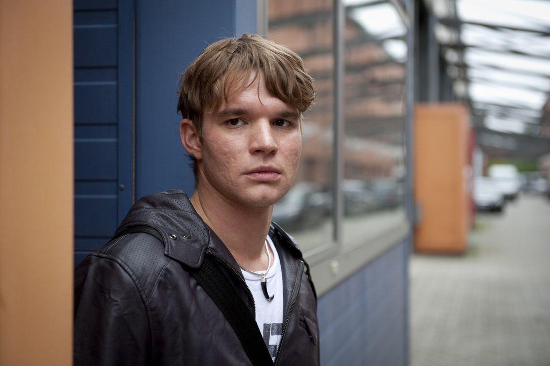 Der junge Elektroingenieur Tobias Brandt (Tobias Schenke) ist bei weitem nicht so harmlos, wie er sich gibt ... - Bildquelle: SAT.1