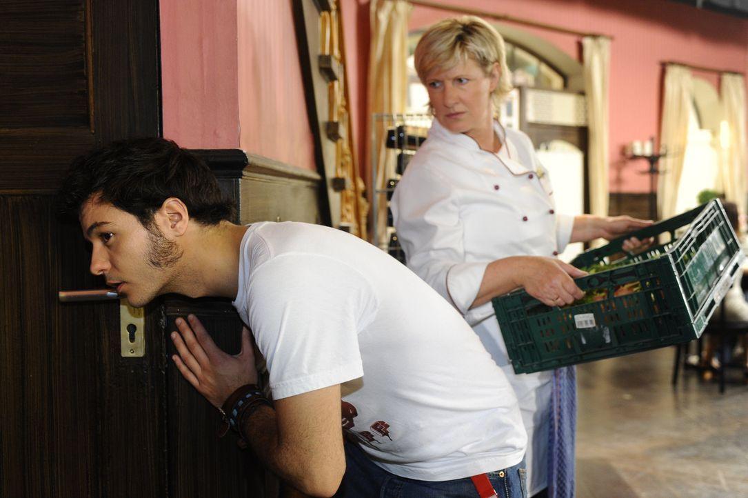Nachdem Ingo noch einmal eine Panikattacke erlitten und Maik (Sebastian König, l.) die Kellertür zerstört hat, reicht es Susanne (Heike Jonca, r.... - Bildquelle: SAT.1