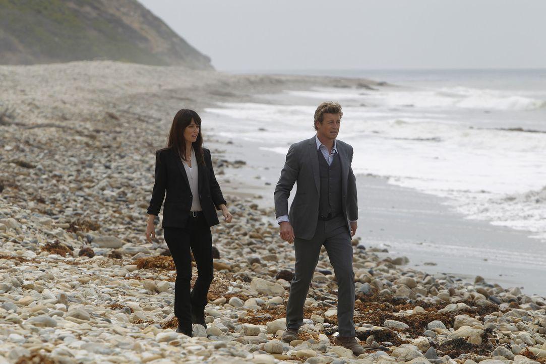 Ermitteln in einem neuen Fall: Teresa (Robin Tunney, l.) und Patrick (Simon Baker, r.) ... - Bildquelle: Warner Brothers Entertainment Inc.