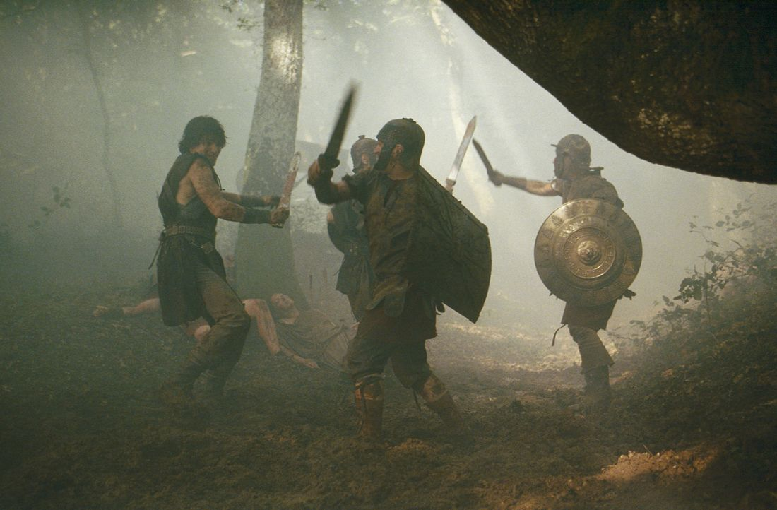 Ein Kampf auf Leben und Tod entbrennt zwischen Octavius (Santiago Cabrera, l.) und Antonius ... - Bildquelle: Hallmark Entertainment