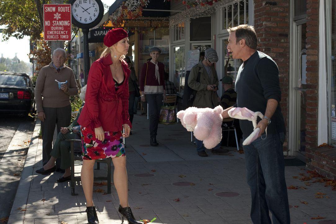 Wenn Henry (Tim Allen, r.) auf seine Exfrau Ophelia (Jenna Elfman, l.) trifft, liegt Spannung in der Luft. Kein Wunder, denn Ophelia liebt ihn immer... - Bildquelle: Koch Media GmbH, Six Wives, LLC.