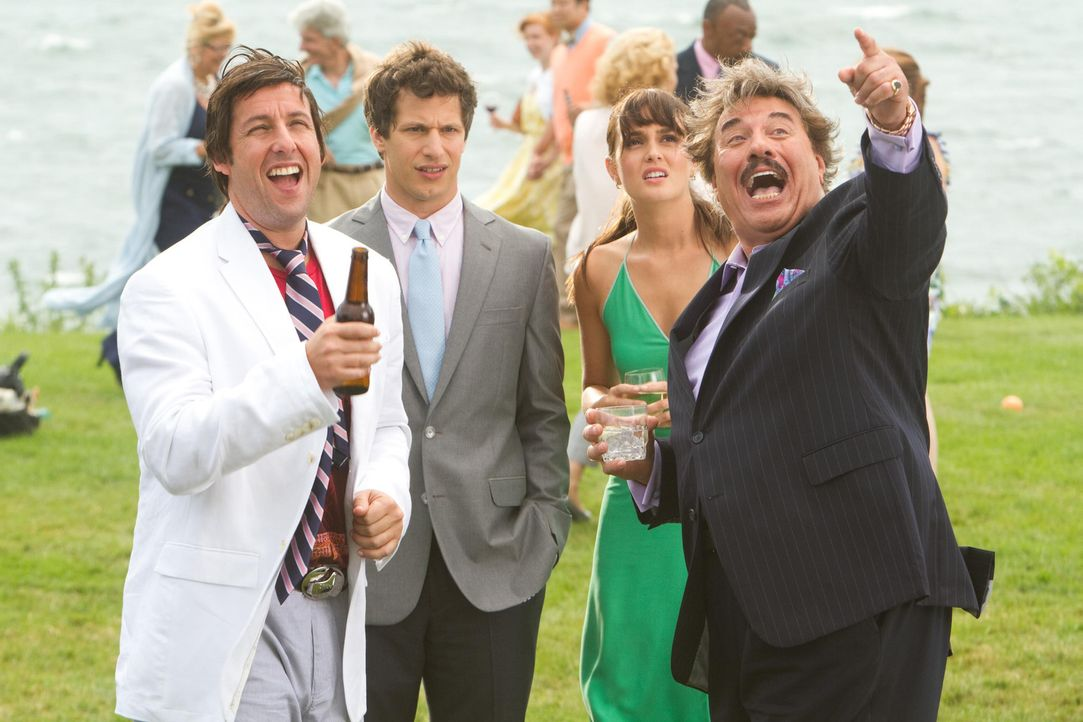 Das Leben ist eine große Party - finden jedenfalls Todds witziger Vater Donny (Adam Sandler, l.) und sein Chef Steve (Tony Orlando, r.). Geschäftsma... - Bildquelle: 2012 Columbia Pictures Industries, Inc. All Rights Reserved.