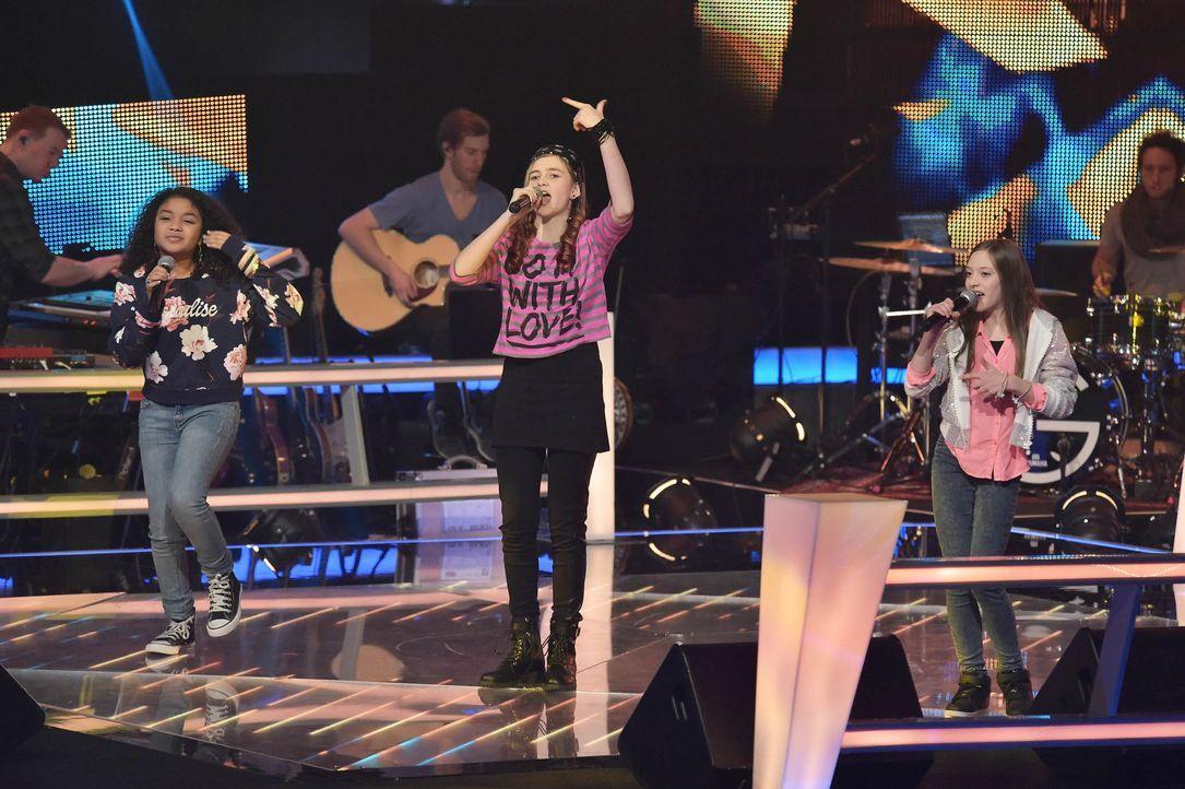 The-Voice-Kids-Stf03-Epi05-33-Zoe-Leonie-Lorena-SAT1-Andre-Kowalski - Bildquelle: SAT.1/ Andre Kowalski