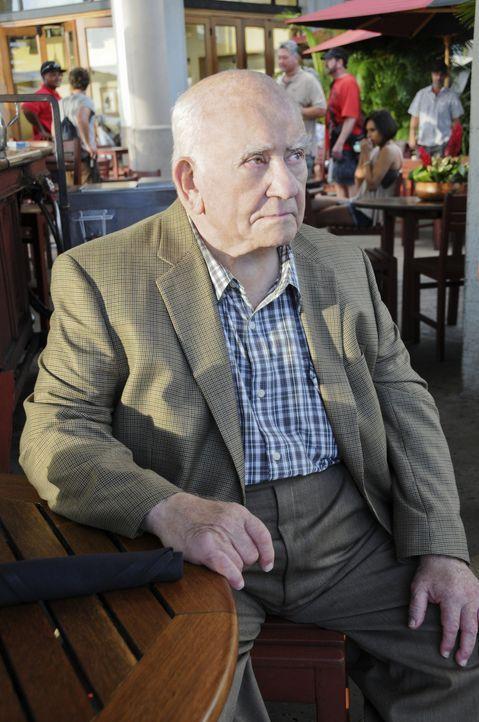 Bei den Ermittlungen in einem neuen Fall, wendet sich das Team an August March (Ed Asner), einen ehemaligen Hehler, der erst vor Kurzen seine 30jäh... - Bildquelle: TM &   CBS Studios Inc. All Rights Reserved.