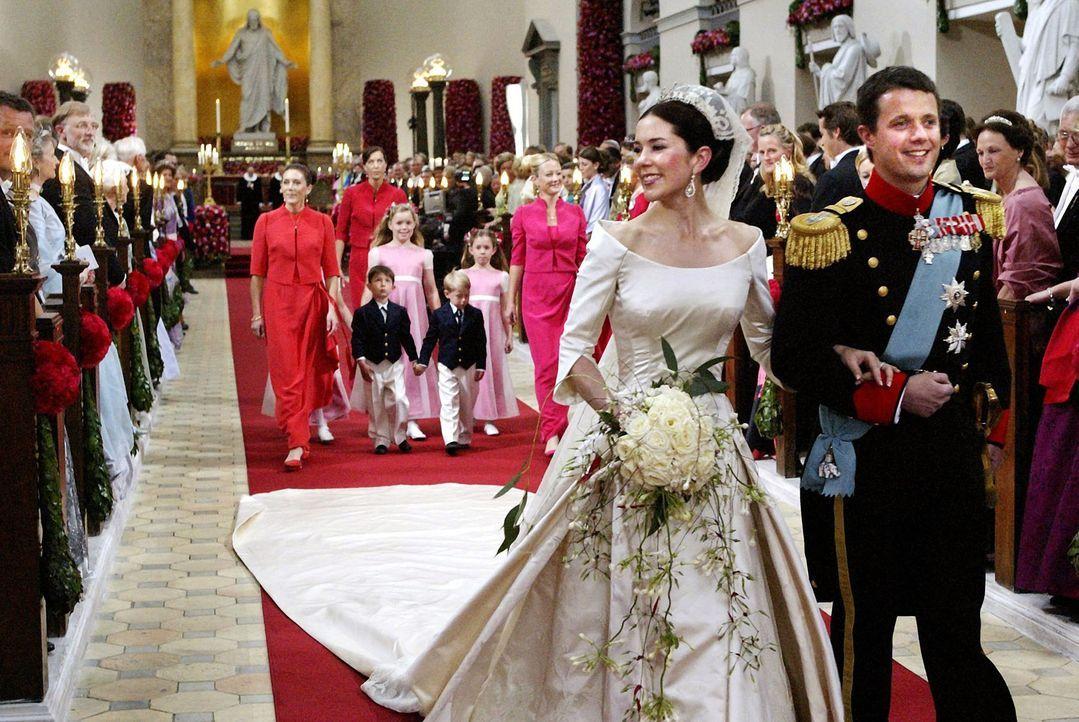 Hochzeit-Kronprinz-Frederik-von-Daenemark-Kronprinzessin-Mary-04-05-14-1-dpa - Bildquelle: dpa