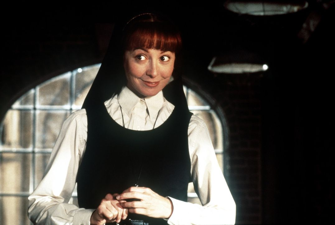 Schwester Mary Robert (Wendy Makkena) steht Schwester Mary Clarence bei ihrem Versuch die Schule vor der Schließung zu retten bei ... - Bildquelle: Buena Vista Pictures