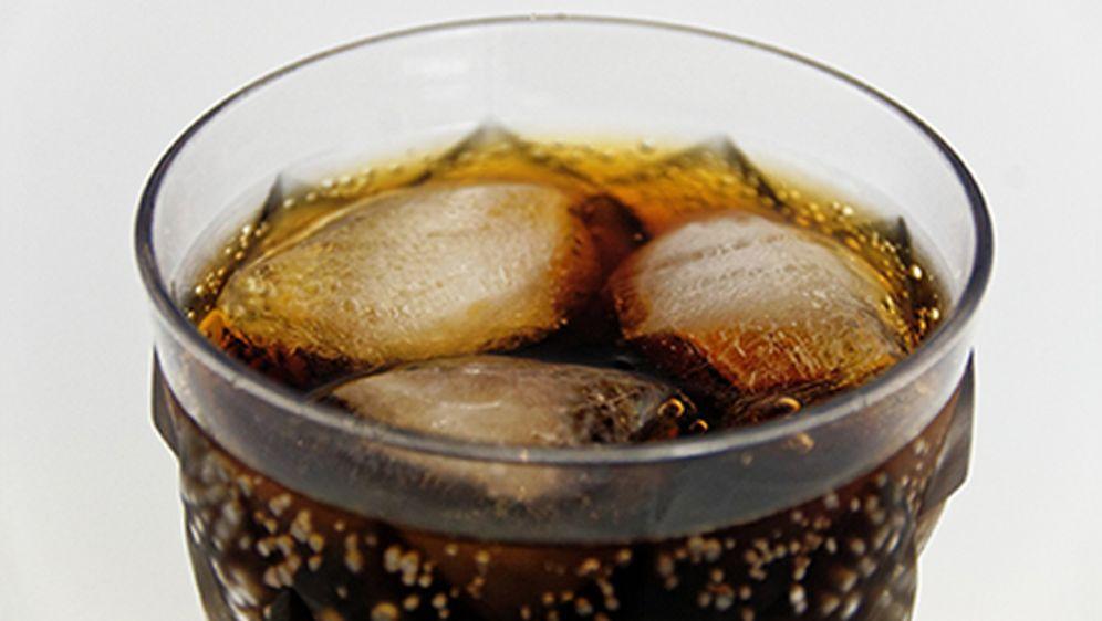 wunderwaffe im haushalt  ueberraschende putztricks mit cola