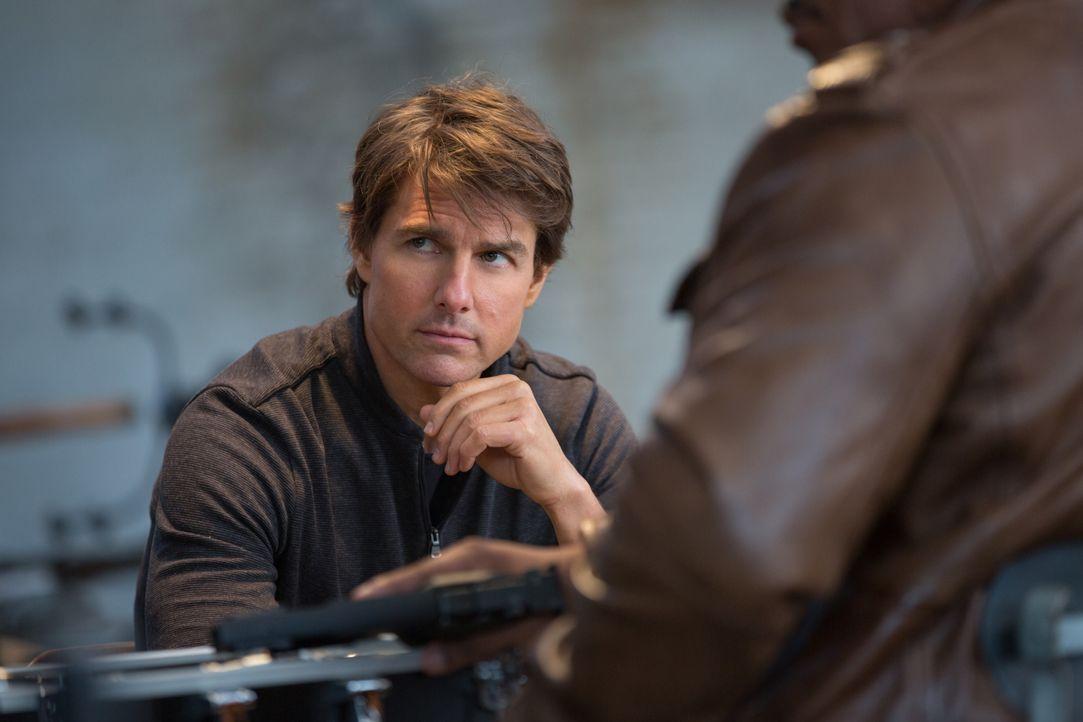 Sitzt in der Zwickmühle: Ethan (Tom Cruise) will seinen Freund Benji zwar unbedingt aus den Fängen von Solomon retten, will jedoch zeitgleich auch v... - Bildquelle: David James 2015 PARAMOUNT PICTURES. ALL RIGHTS RESERVED. / David James