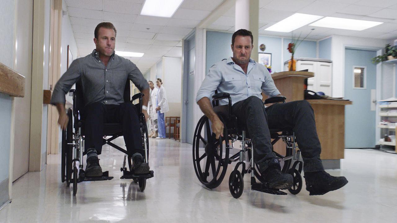 Noch befinden sich Steve (Alex O'Loughlin, r.) und Danny (Scott Caan, l.) im Krankenhaus - doch schon bald wartet ein neuer Fall auf sie ... - Bildquelle: Norman Shapiro 2016 CBS Broadcasting, Inc. All Rights Reserved