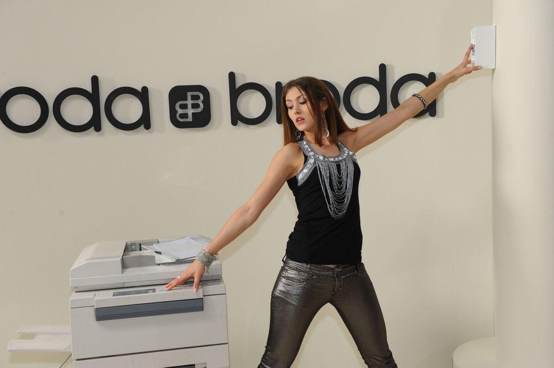 Jessica (Fiona Erdmann) löst einen Stromausfall aus ... - Bildquelle: SAT.1