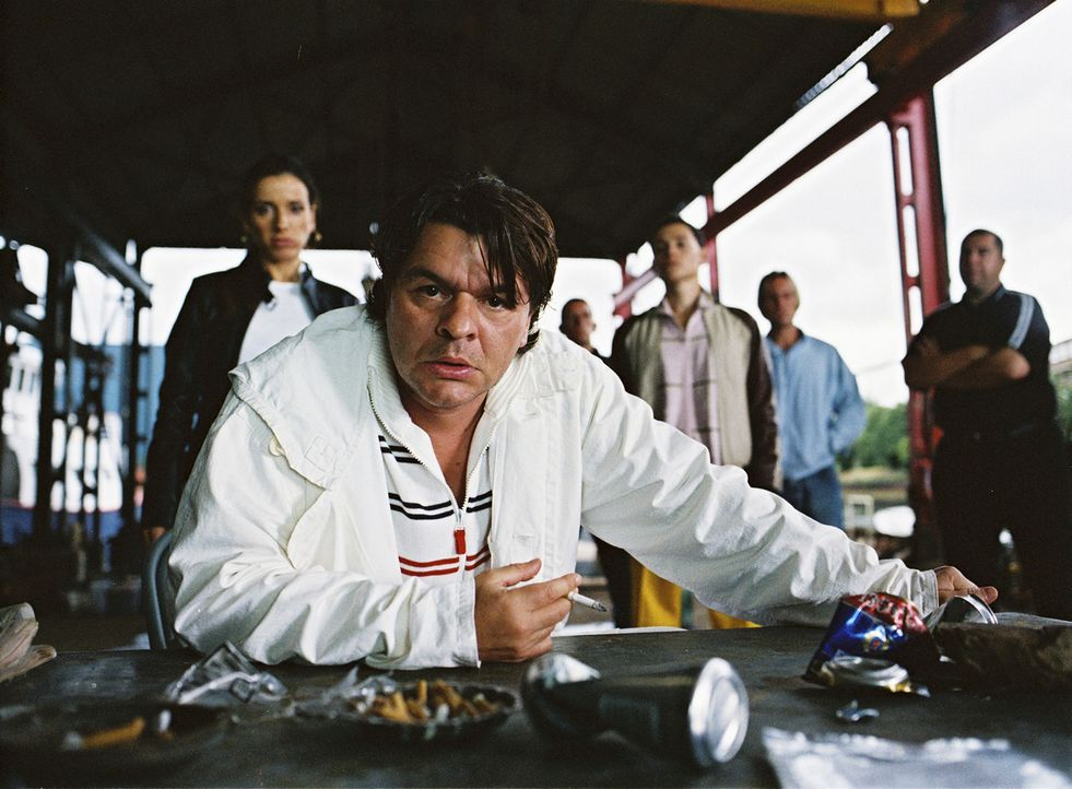 Ein Kokaindealer soll einen Deal über eine Million Ecstasypillen mit Duke (Jamie Foreman) abwickeln, der genau der Kategorie unberechenbarer Gangste... - Bildquelle: 2004 Columbia Pictures Industries, Inc. All Rights Reserved.