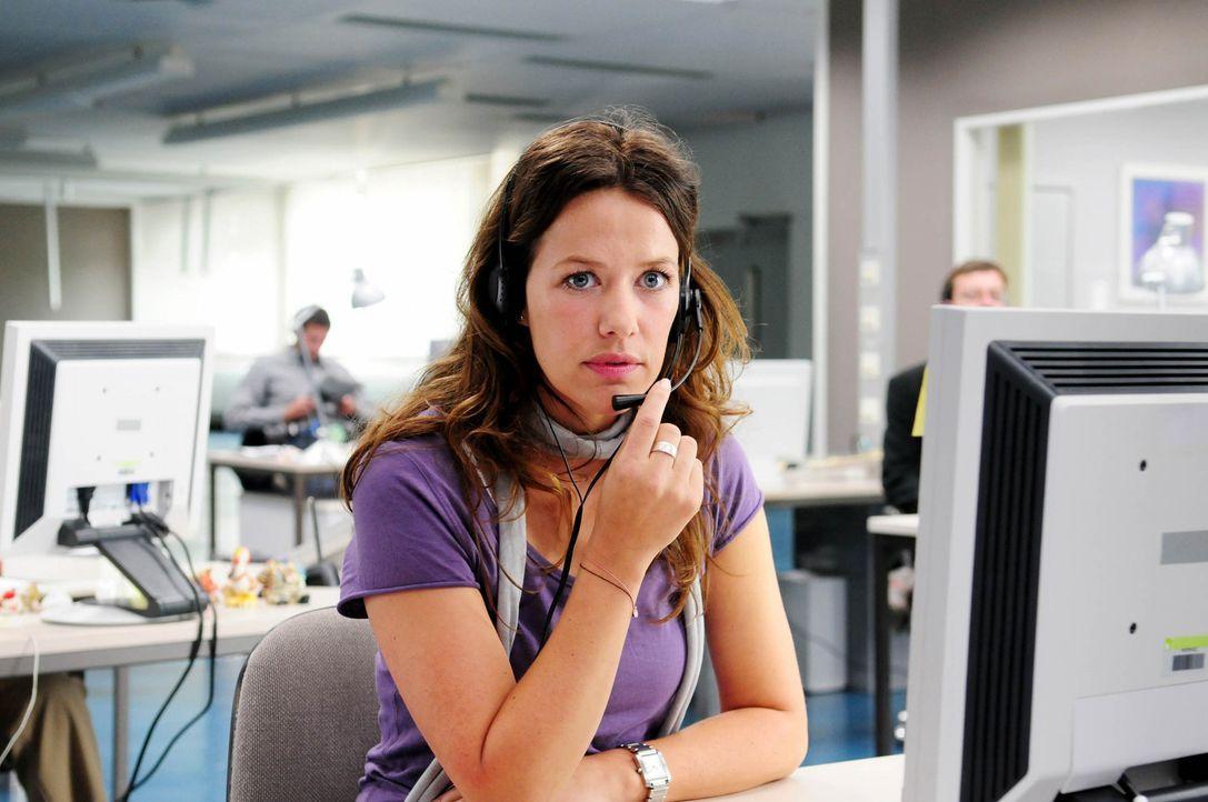Als sich ein mysteriöser Anrufer an Annas (Alexandra Neldel) Arbeitsplatz meldet und sie auffordert, den wahren Täter einer Mordserie zu finden, w... - Bildquelle: Christiane Pausch ProSieben
