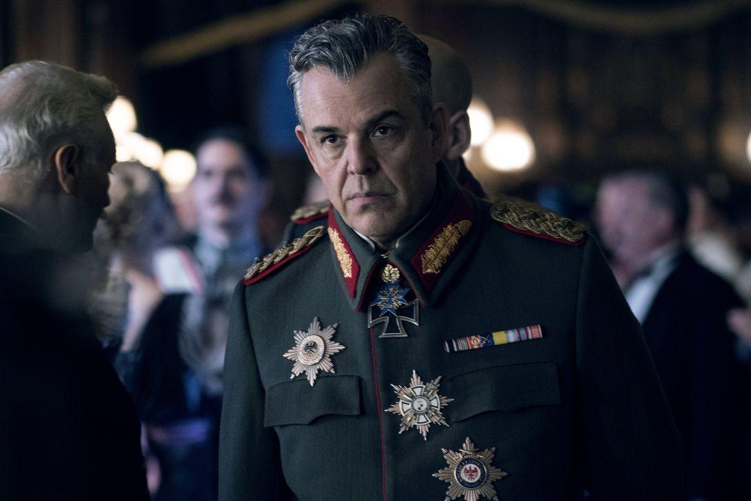 Ludendorff (Danny Huston) - Bildquelle: Warner Bros.