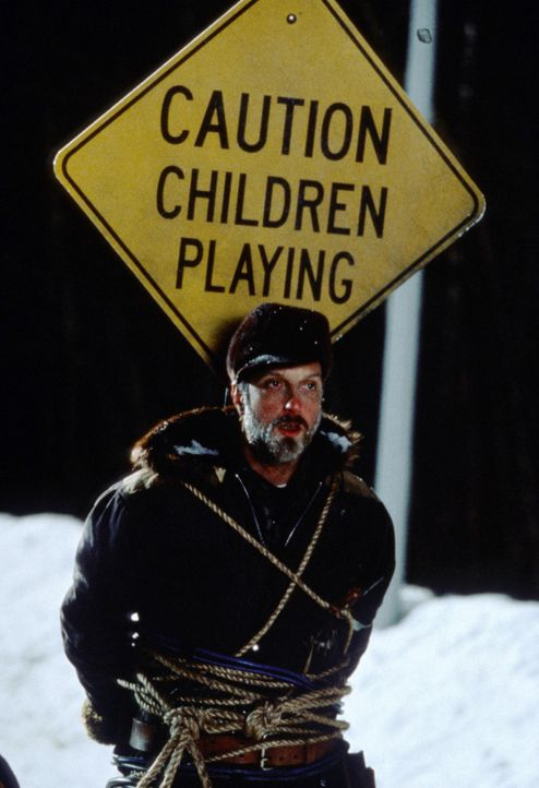 Die Kids setzten alles daran, dass der garstige Schneepflugfahrer (Chris Elliott) seinen Job nicht richtig ausführen kann, damit sie länger schulfre... - Bildquelle: TM, ® &   2017 by Paramount Pictures. All Rights Reserved.
