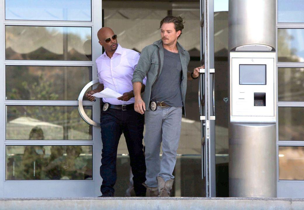 Eigentlich sollten Riggs (Clayne Crawford, r.) und Murtaugh (Damon Wayans, l.) nur einer Beschwerde wegen Lärmbelästigung durch eine ausschweifende... - Bildquelle: 2016 Warner Brothers