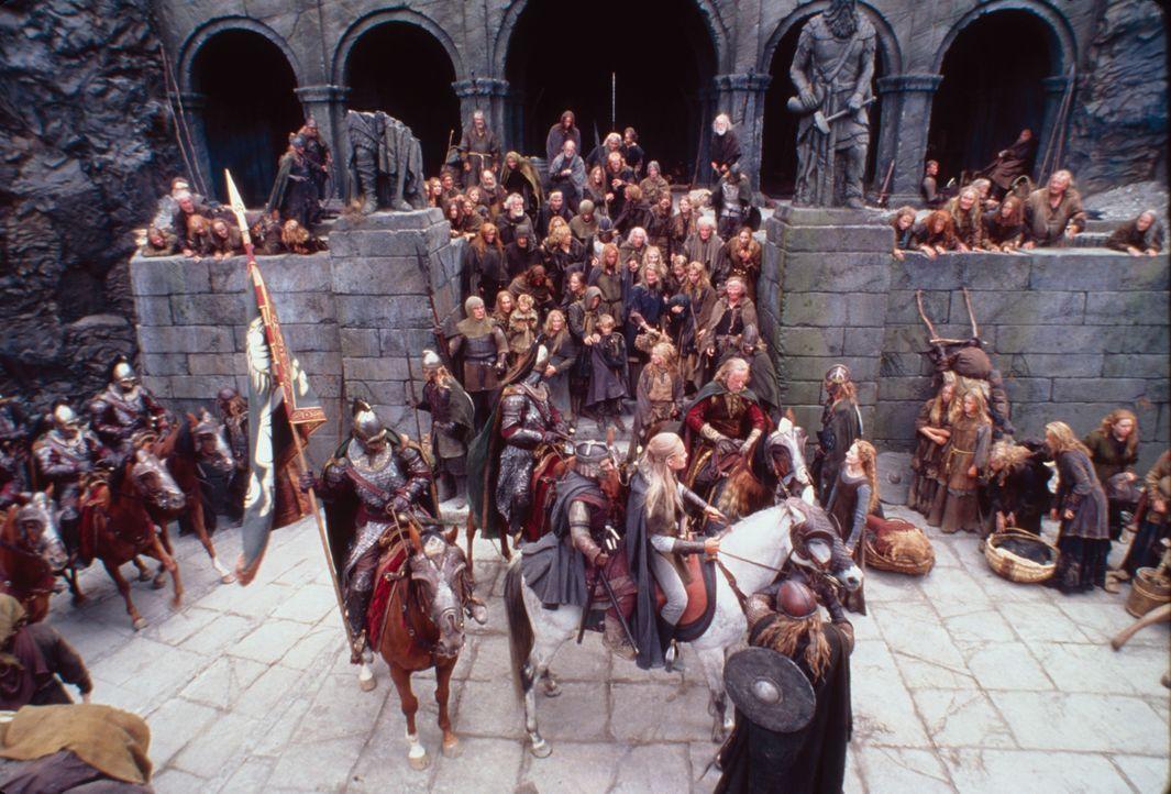 Auf Helms Klamm bereiten sich die Bewohner auf die große Schlacht vor. Gandalf ahnt jedoch, dass die Burg dem Angriff nicht standthalten kann ... - Bildquelle: Warner Brothers