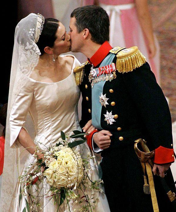 Hochzeit-Kronprinz-Frederik-von-Daenemark-Kronprinzessin-Mary-04-05-14-2-dpa - Bildquelle: dpa
