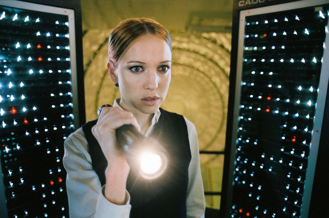 Die Stewardess Stephanie (Kate Beahan) macht sich auf die Suche nach dem verschwundenen Mädchen ... - Bildquelle: Touchstone Pictures.  All rights reserved