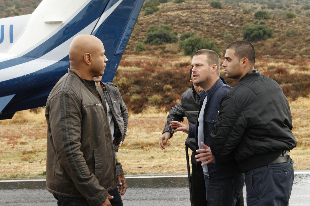 Als ein Fahrzeug eines diplomatischen Dienstes mit unbekannter Fracht entführt wurde, müssen Callen (Chris O'Donnell, 2.v.r.) und Sam (LL Cool J,... - Bildquelle: CBS Studios Inc. All Rights Reserved.