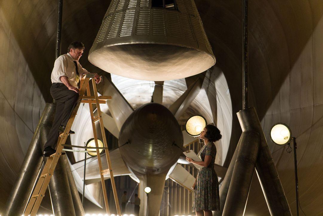 "Karl Zielinski (Olek Krupa, l.); Mary Jackson (Janelle Monáe, r.) - Bildquelle: Peter ""Hopper"" Stone 2016 Twentieth Century Fox Film Corporation.  All rights reserved."