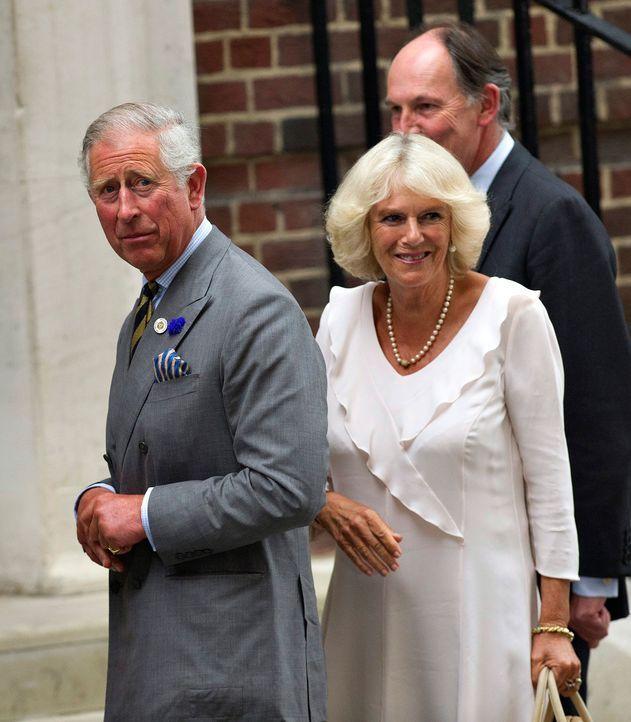 Prinz Charles und Camilla besuchen ihren Enkel - Bildquelle: dpa, Verwendung nur in Deutschland