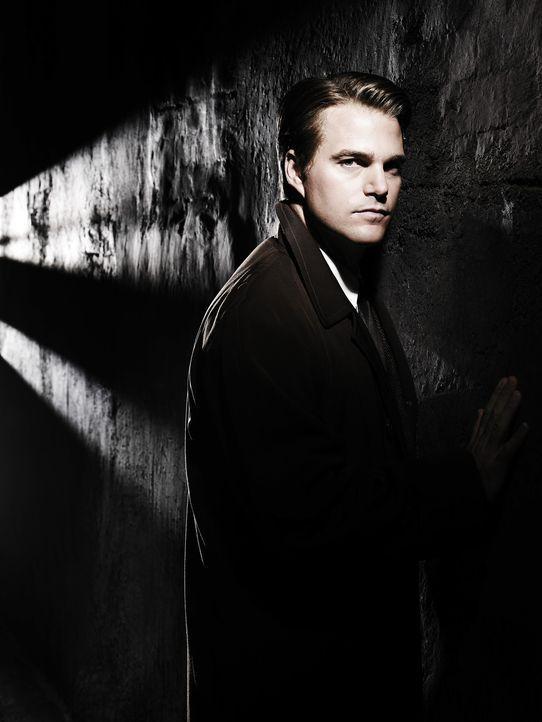 Als CIA-Agent Jack McCauliffe (Chris O'Donnell) die Balletttänzerin Lilli kennen lernt, verliebt er sich Hals über Kopf. Doch schon bald muss er e...