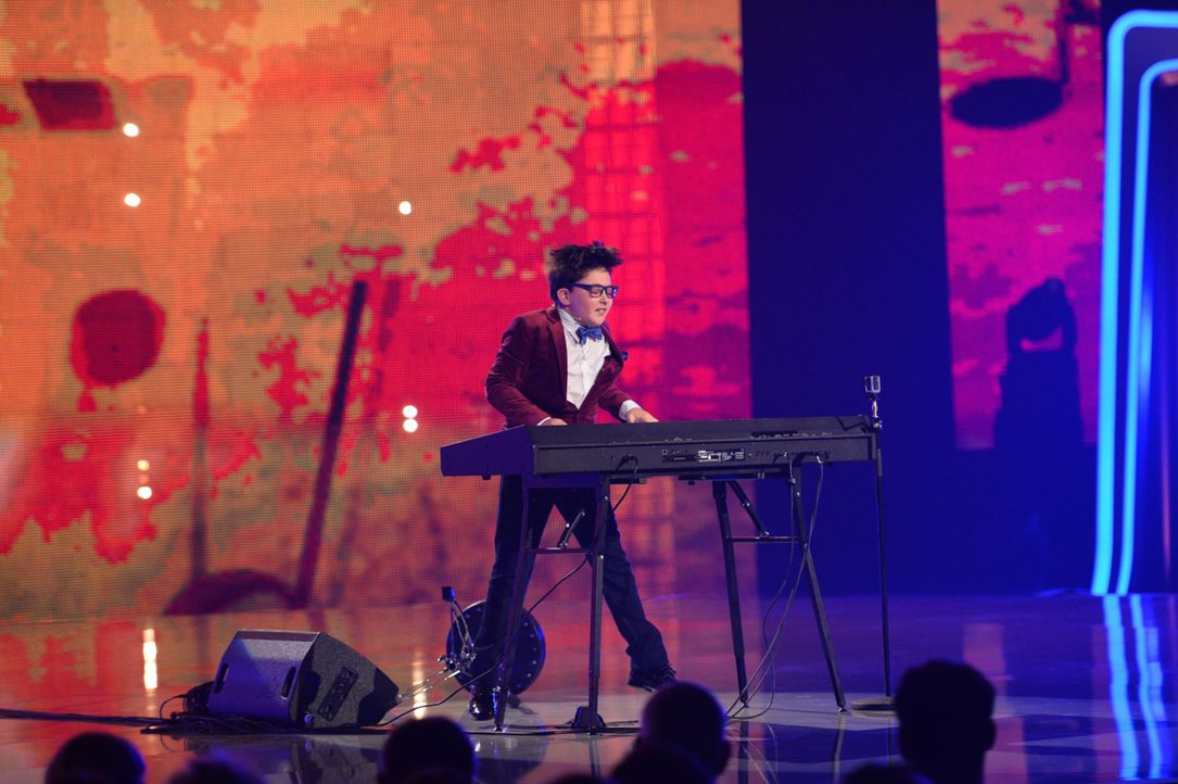 """Adrian Romoff aus den USA ist am E-Piano ein wahrer Meister. Doch reicht es aus, um bei """"Superkids - die größten kleinen Talente der Welt"""" zu gewinn... - Bildquelle: Willi Weber SAT.1"""