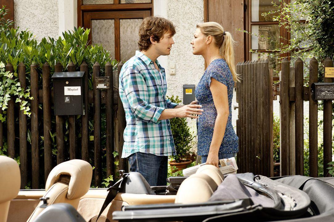 Als Jule (Sophie Schütt, l.) von Ariane erfährt, dass ihr Robin (Stefan Murr, l.) für eine PR-Aktion wahre Liebe vorgegaukelt hat, bricht sie die... - Bildquelle: SAT.1