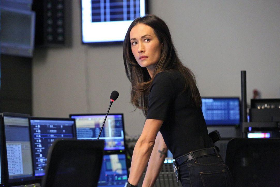 Während Jack und Beth (Maggie Q) in einem neuen Fall ermitteln, sammelt Perry Informationen über die Vergangenheit von Beth ... - Bildquelle: Warner Bros. Entertainment, Inc.