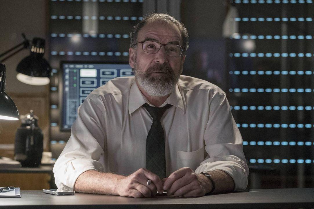 Ist auf der Suche nach Carrie, während diese versucht herauszufinden, wer sie tot sehen möchte: Saul (Mandy Patinkin) ... - Bildquelle: Stephan Rabold 2015 Showtime Networks, Inc., a CBS Company. All rights reserved.