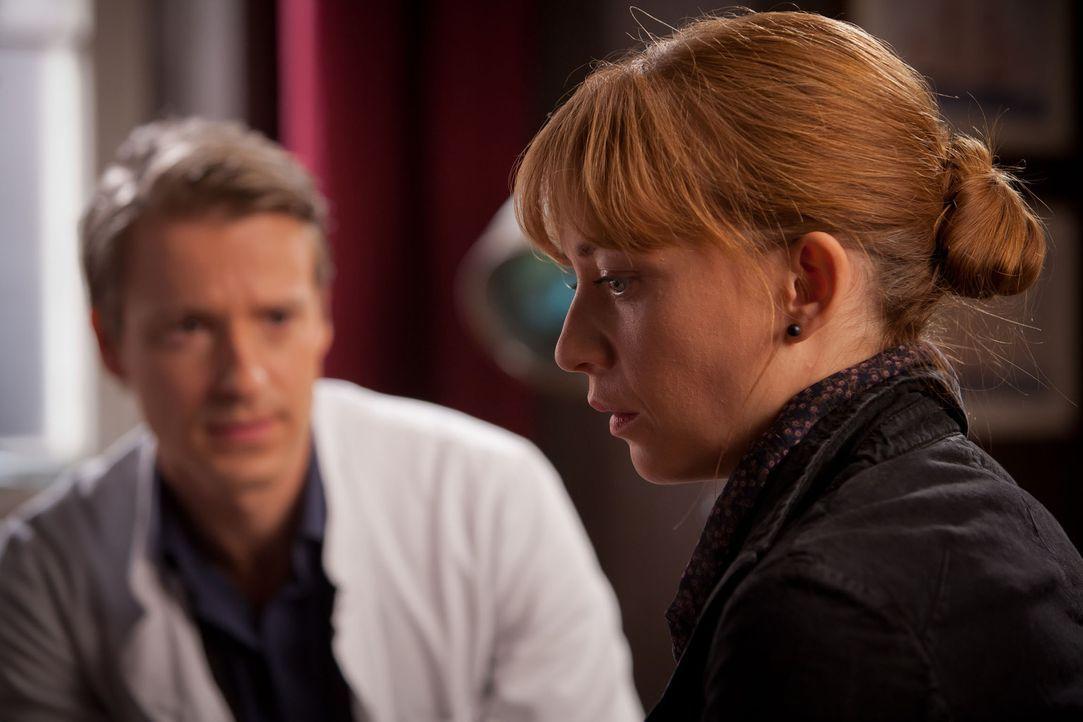 Als der kleine Kevin an Leukämie erkrankt, benötigen Nina und David (Max von Pufendorf, l.) dringend einen Knochenmarkspender. Weil seine alleiner... - Bildquelle: Conny Klein SAT.1