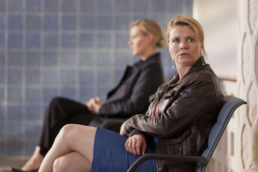 Während Bea erkennt, dass ihr Traummann doch nicht so perfekt ist wie sie glaubte, ist Danni (Annette Frier) total frustriert, da Kurt seinen Job v... - Bildquelle: Frank Dicks SAT.1