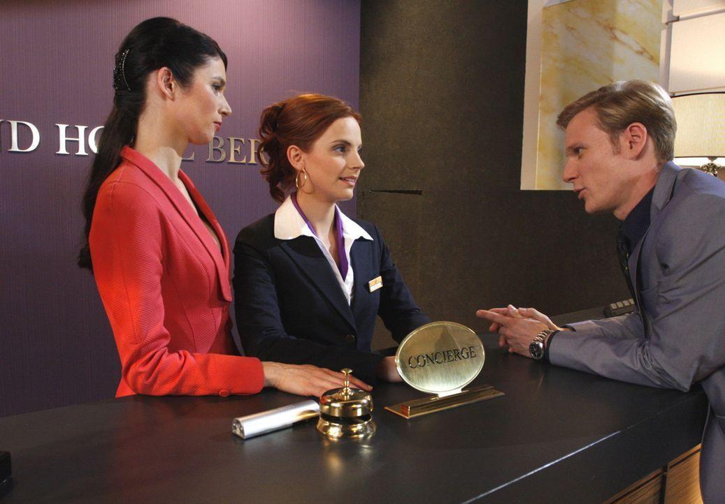 Manu (Marie Zielcke, M.) macht Gina (Elisabeth Sutterlüty, l.) und Philip (Philipp Romann, r.) klar, dass sie vor ihrer Niedertracht nicht einknick... - Bildquelle: SAT.1