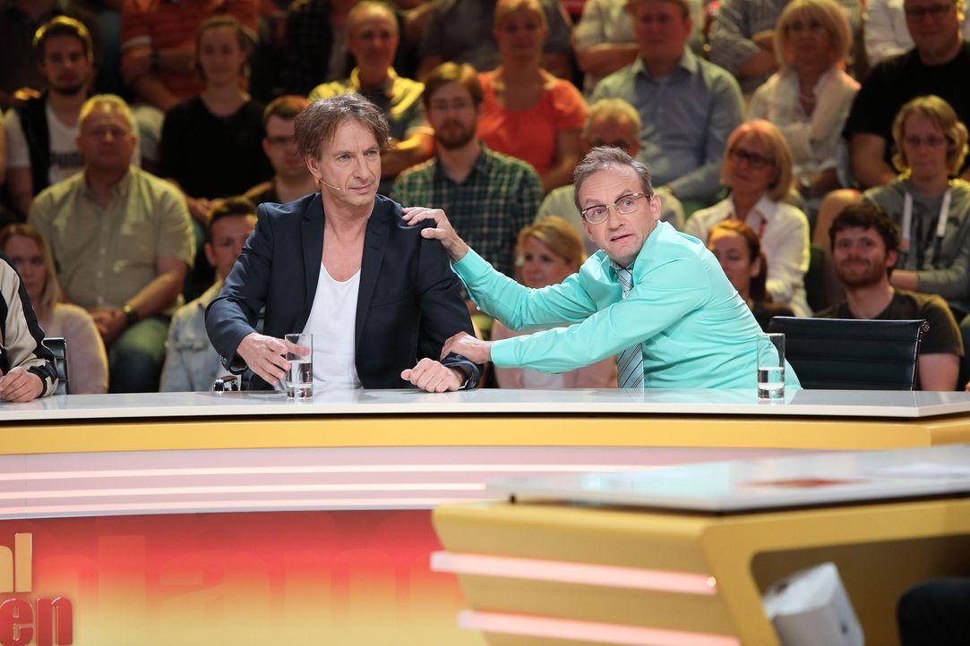 Was ist die richtige Antwort? Ingolf Lück (l.) und Wigald Boning (r.) geben ihr Bestes, um die Fragen der Zuschauer richtig zu beantworten. Keine le... - Bildquelle: Frank Hempel SAT.1