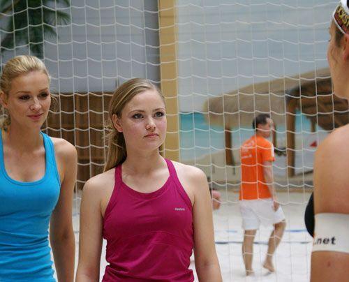 Sonja und Verena lauschen den Erklärungen. - Bildquelle: Danilo Brandt - Sat.1