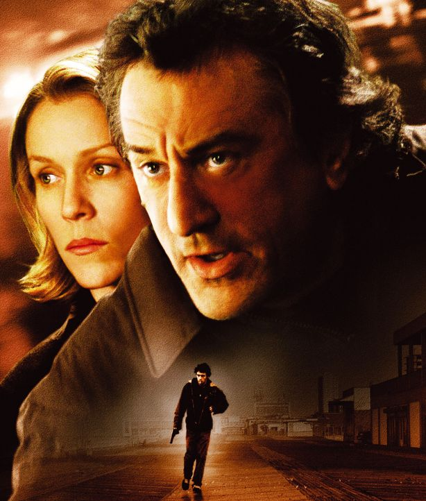 CITY BY THE SEA - Artwork: Michelle (Frances McDormand, l.) steht dem geschiedenen Cop Vincent LaMarca (Robert De Niro, r.) zur Seite, dessen Sohn J... - Bildquelle: Warner Bros.