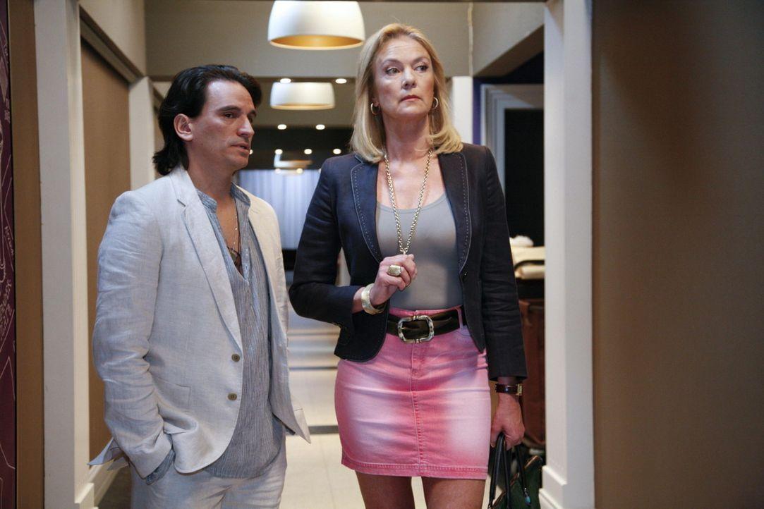 Elisabeths (Birthe Berg, r.) Beziehung zu Fernando (Cuco Wallraff, l.) hat Risse erlitten .... - Bildquelle: SAT.1