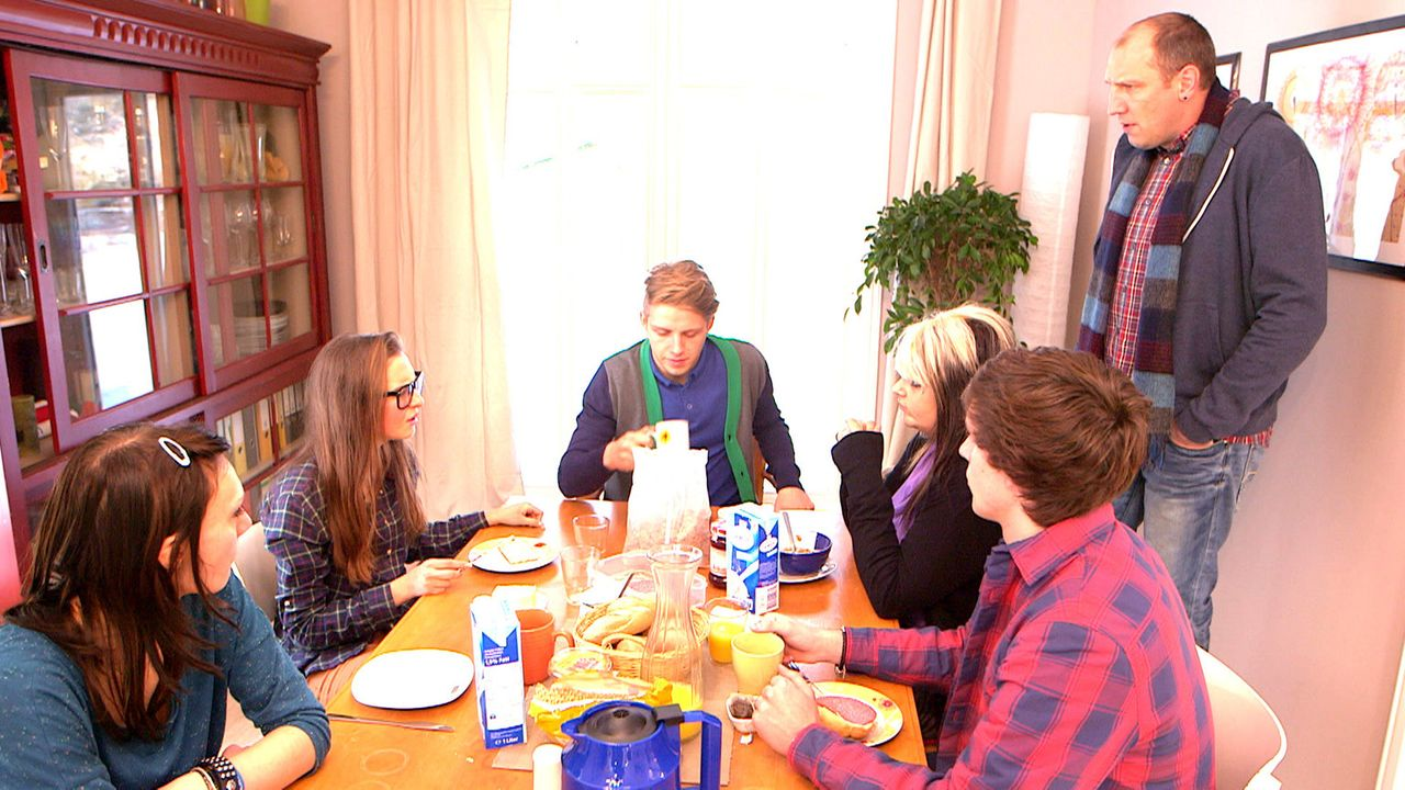Eine ganz besondere Familie: (v.l.n.r.) Antonia, Käthe, David, Nele, Rudi und Michael ... - Bildquelle: SAT.1