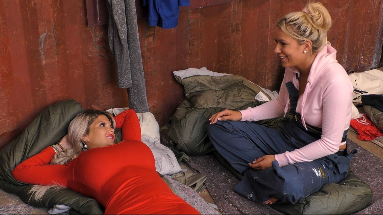 Chethrin und Sophia reden auf der Baustelle - Bildquelle: SAT.1