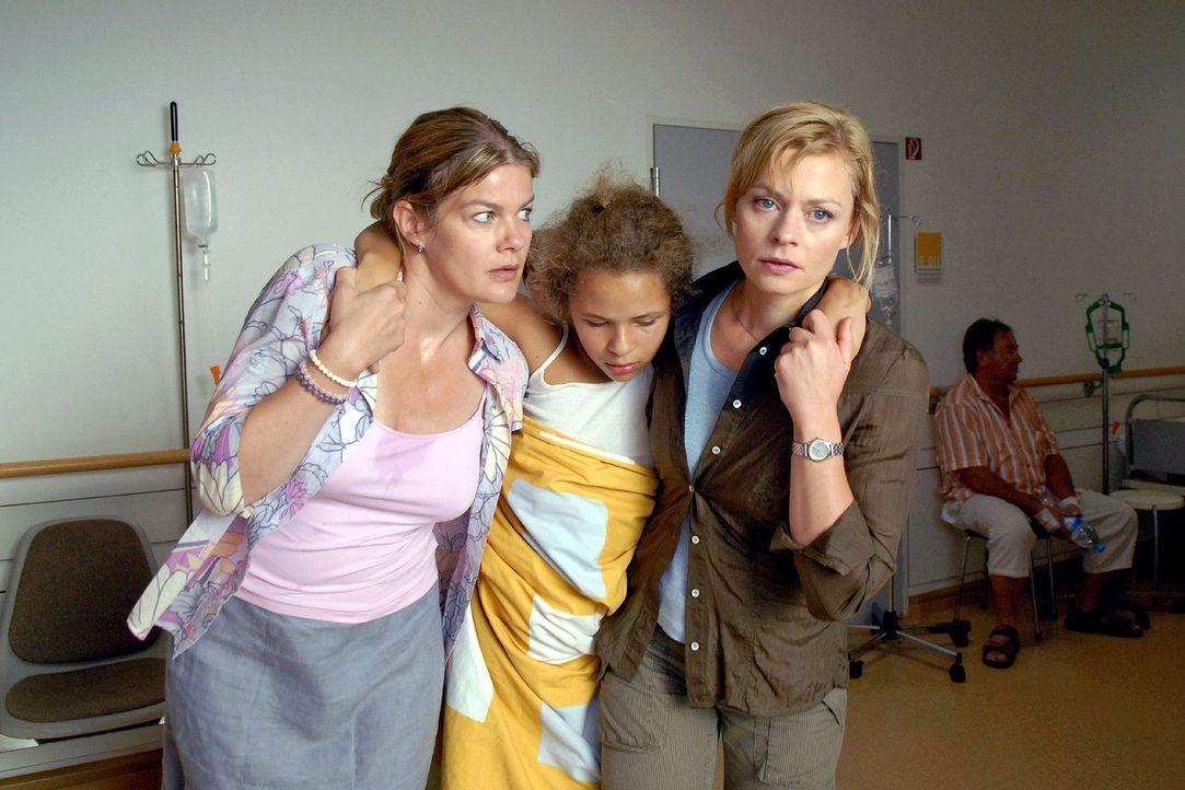 Alles deutet auf eine Vergiftung hin: Sabine (Birgit Schade, l.) und Martina (Susanna Simon, r.) bringen Franziska (Malina Schreiber, M.) und ihren... - Bildquelle: Sat.1